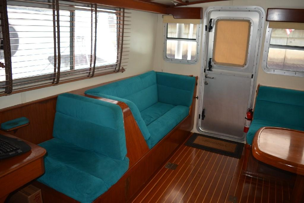 Cherubini Independence - Salon to Starboard
