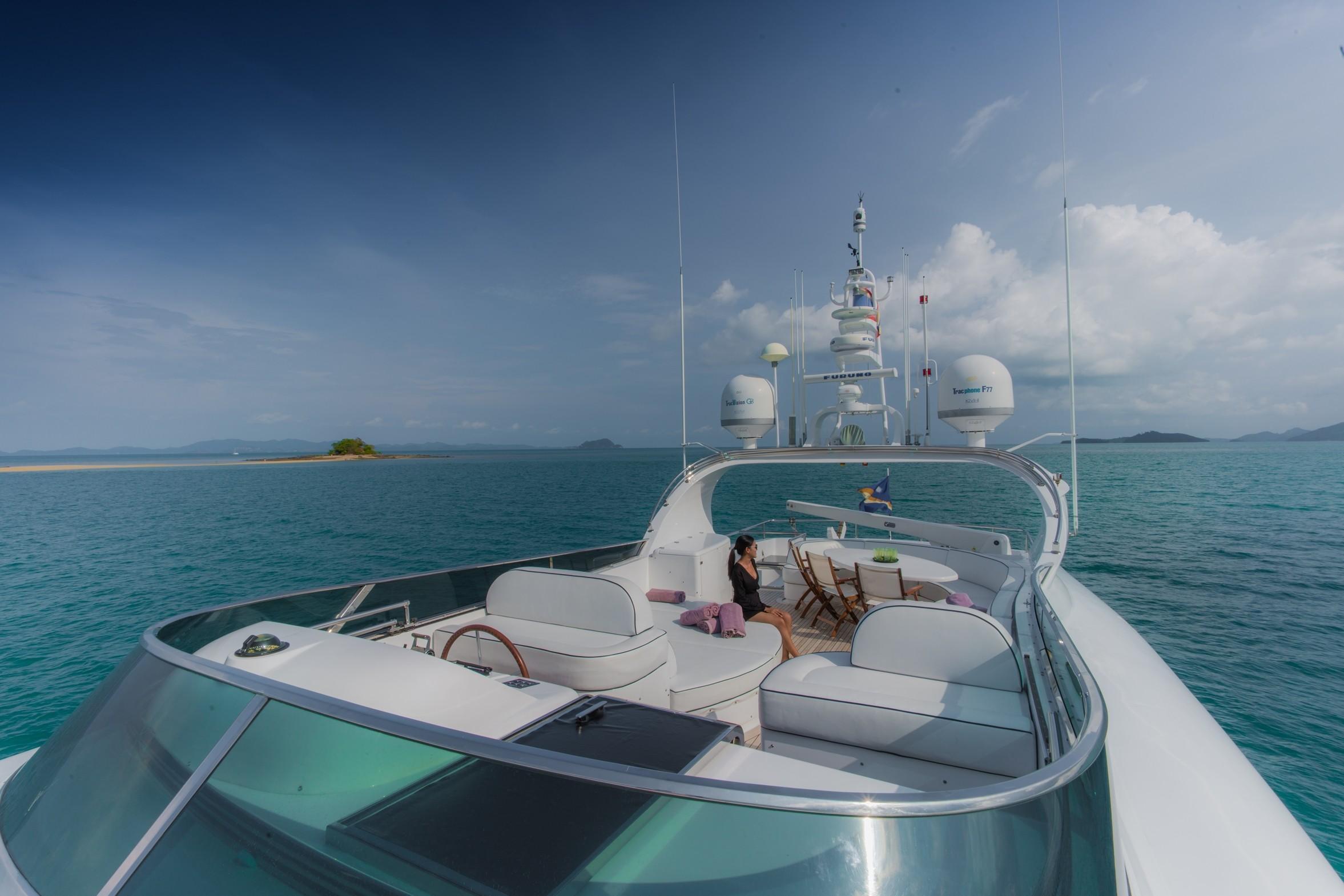 31DP Motor Yacht-8