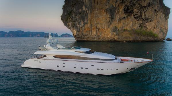 Maiora 31DP Motor Yacht