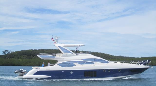 Azimut 64 with Blue Hull