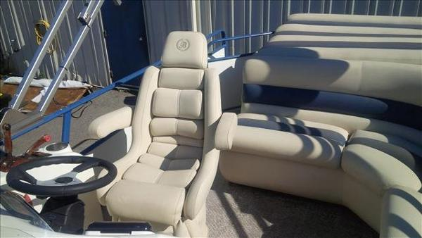 For Sale: 2005 Bentley Pontoons Cruise 240 24ft<br/>George's Marine & Power Sports - Ottawa - A Division of Pride Marine