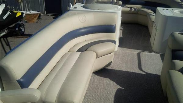 2005 Bentley boat for sale, model of the boat is Cruise 240 & Image # 3 of 12