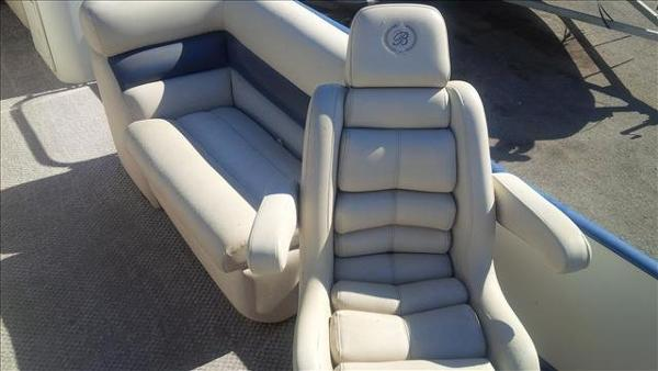 2005 Bentley boat for sale, model of the boat is Cruise 240 & Image # 4 of 12