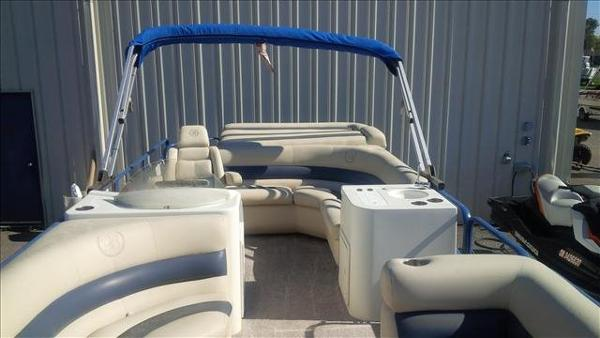 2005 Bentley boat for sale, model of the boat is Cruise 240 & Image # 6 of 12