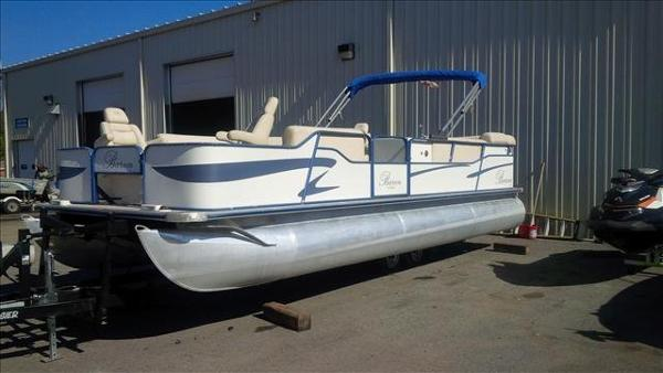 2005 Bentley boat for sale, model of the boat is Cruise 240 & Image # 7 of 12