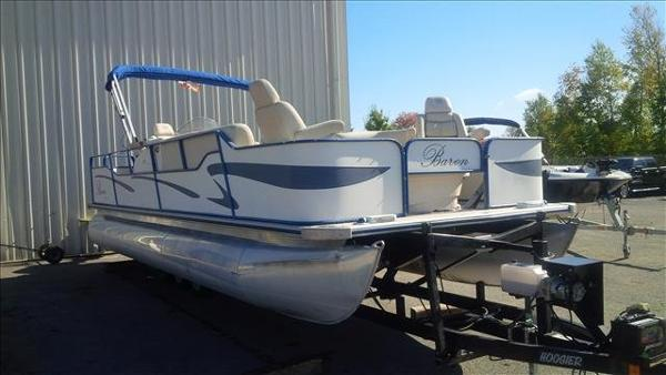 2005 Bentley boat for sale, model of the boat is Cruise 240 & Image # 10 of 12