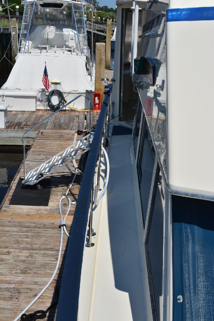 Hatteras 43 Motor Yacht - Starboard Walkway