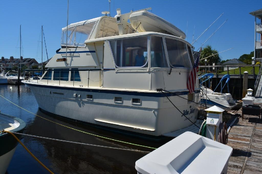 Hatteras 43 Motor Yacht - Port Corner