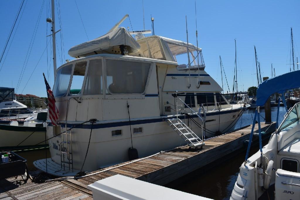 Hatteras 43 Motor Yacht - Starboard