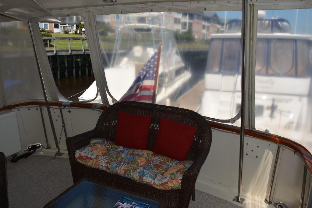 Hatteras 43 Motor Yacht - Aft