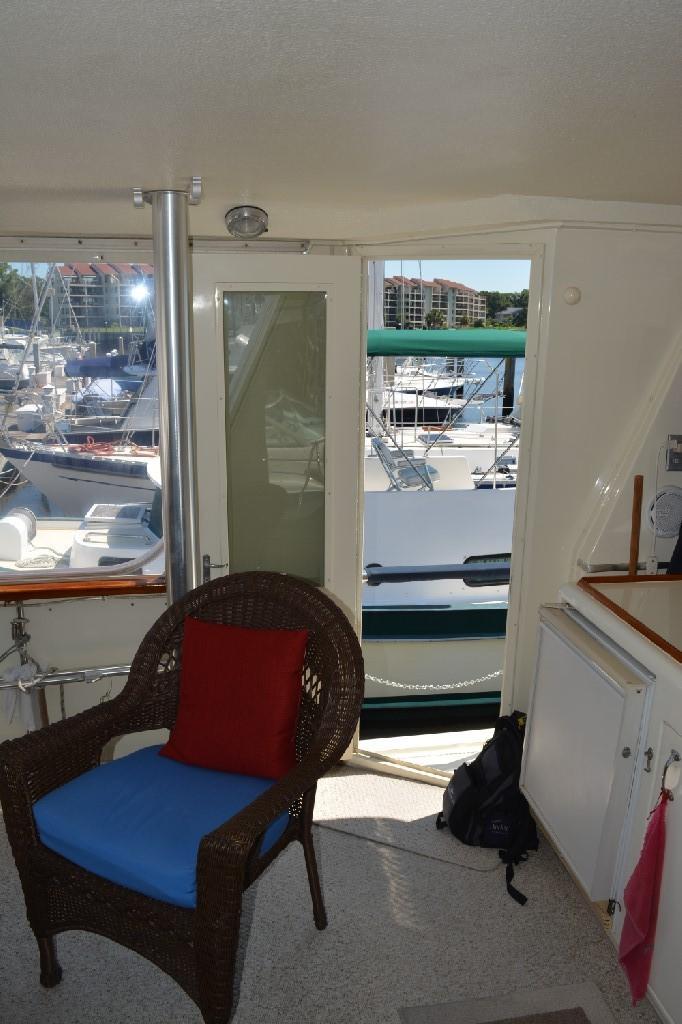 Hatteras 43 Motor Yacht - Port Entrance