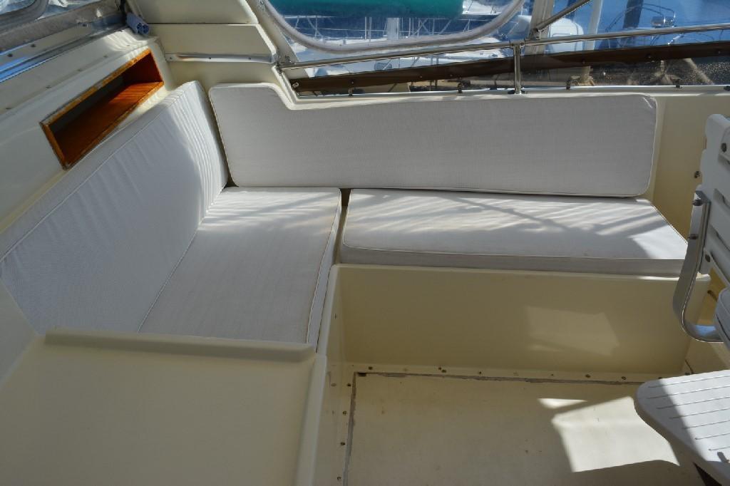 Hatteras 43 Motor Yacht - Bridge Seating