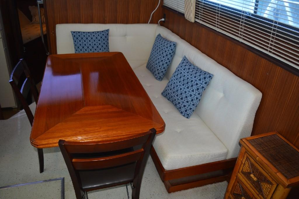 Hatteras 43 Motor Yacht - Starboard Settee / Dining