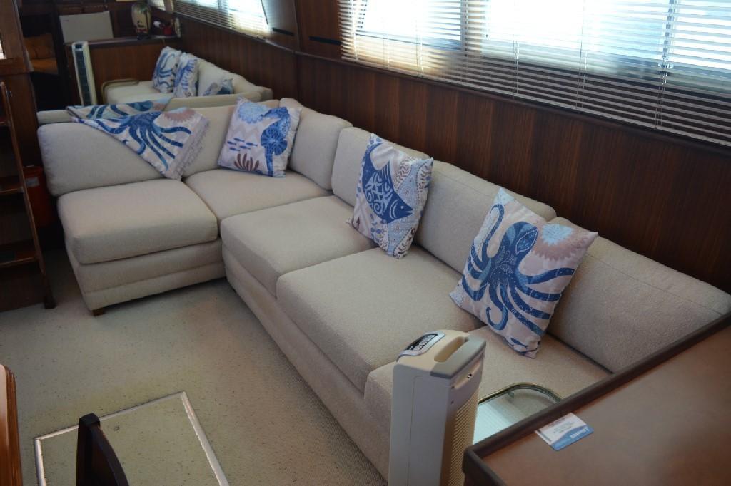 Hatteras 43 Motor Yacht - Portside Settee 2