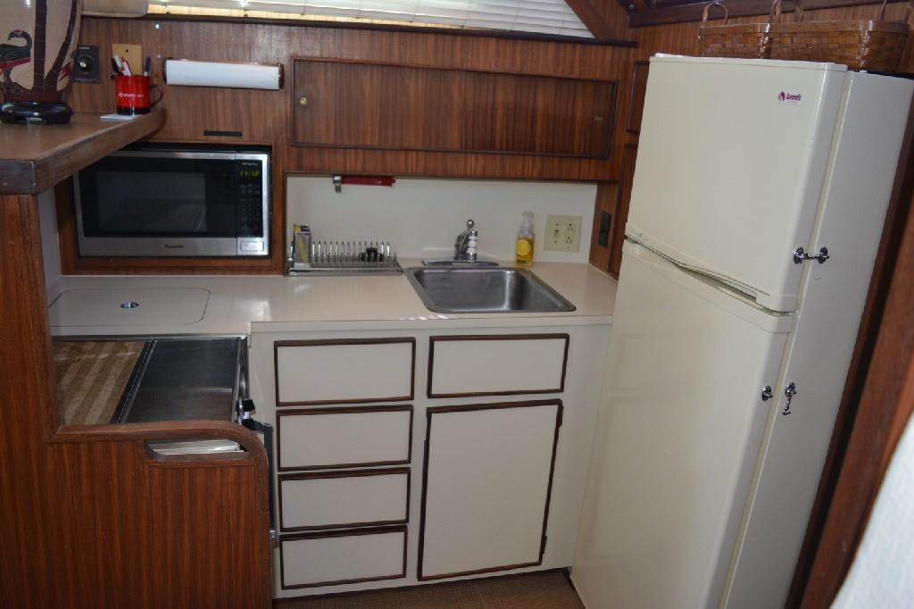 Hatteras 43 Motor Yacht - Galley