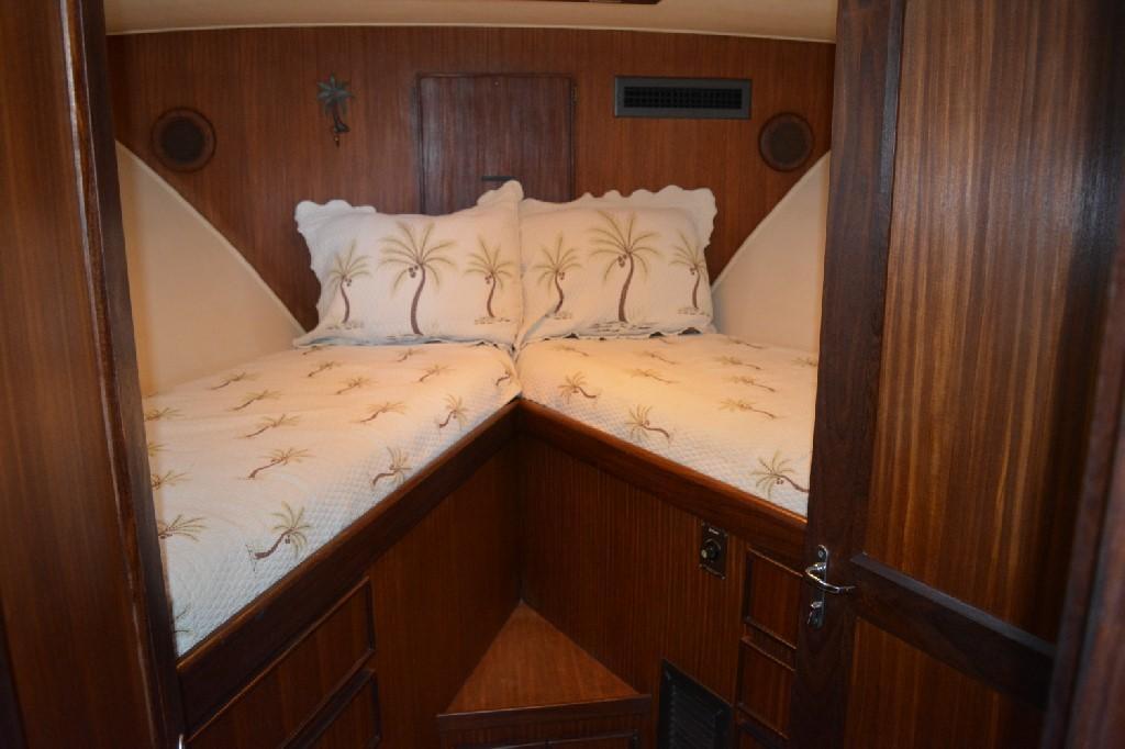 Hatteras 43 Motor Yacht - Forward Berth