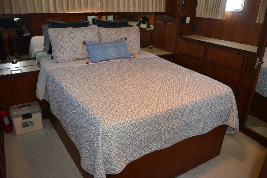 Hatteras 43 Motor Yacht - Master Berth