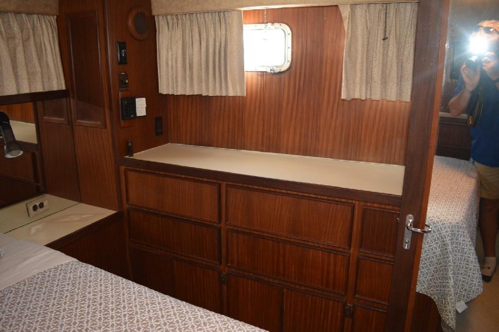 Hatteras 43 Motor Yacht - Master SR to Port