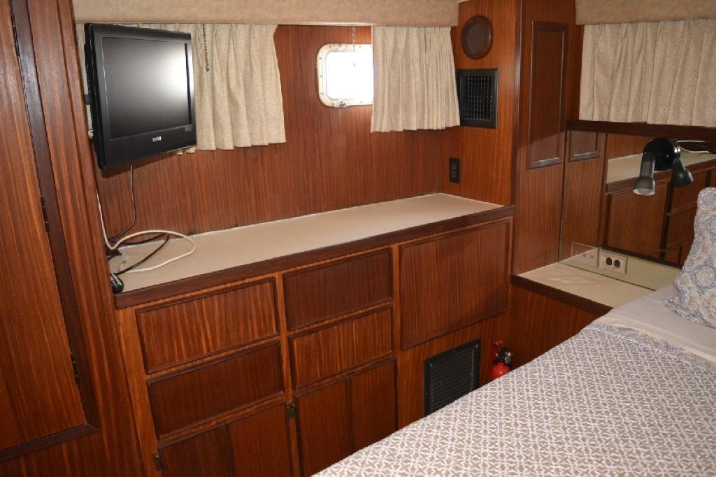 Hatteras 43 Motor Yacht - Master SR to Starboard