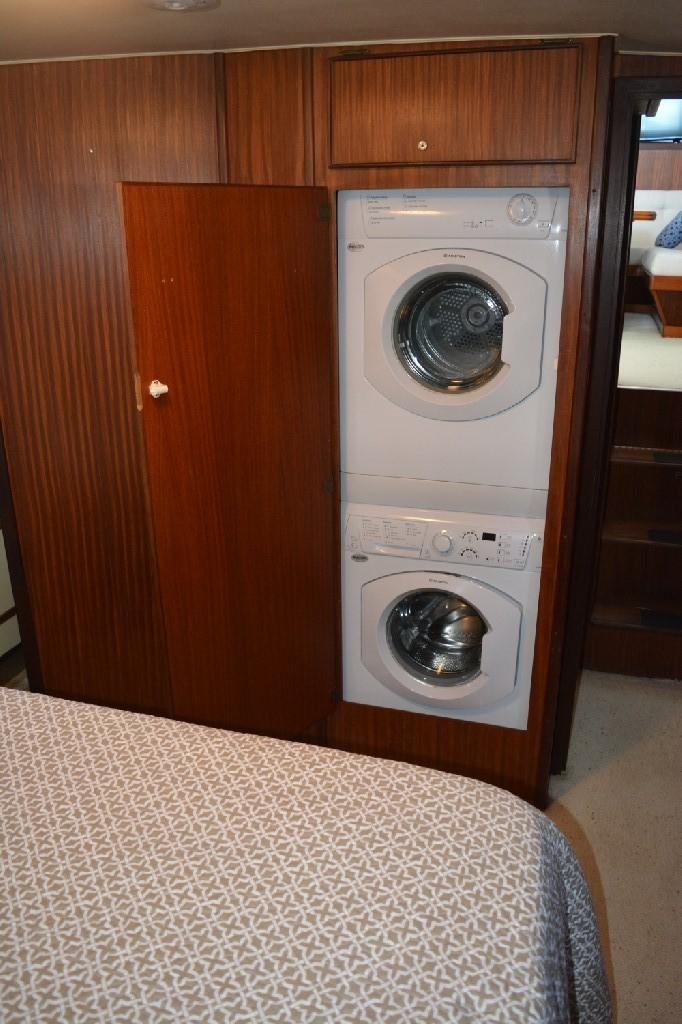 Hatteras 43 Motor Yacht - Washer and Dryer