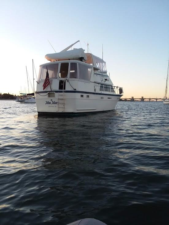 Hatteras 43 Motor Yacht - Stern
