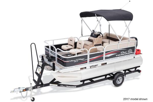 2018 Sun Tracker boat for sale, model of the boat is Bass Buggy 16 DLX & Image # 2 of 6