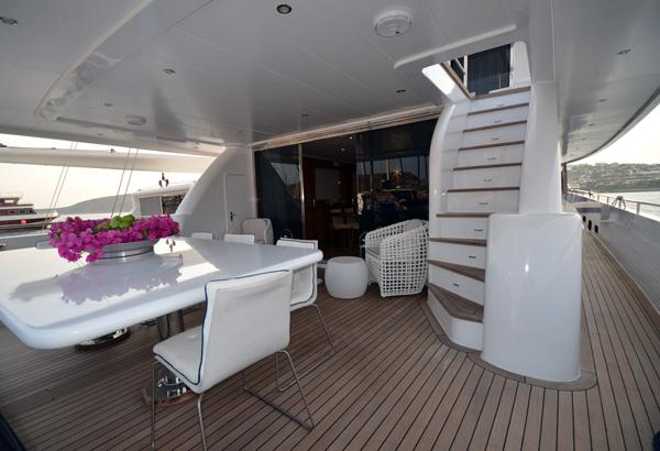 Nimir Aft Deck Dining Table And Glass Door Entrance