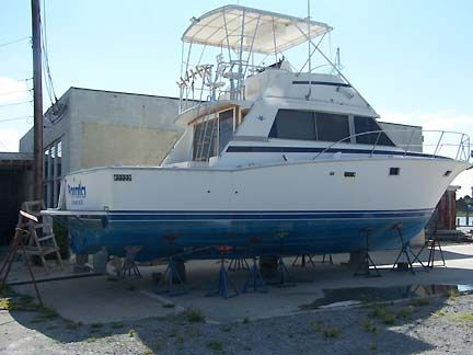 Bertram 38III Convertible Sports Fishing Boats. Listing Number: M-1090821