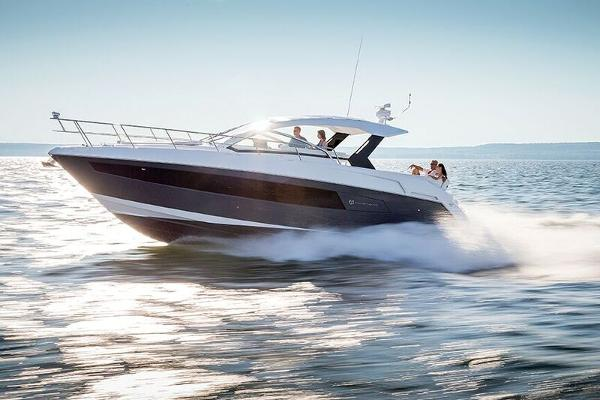 2017 39' Cruisers Yachts Express Coupe