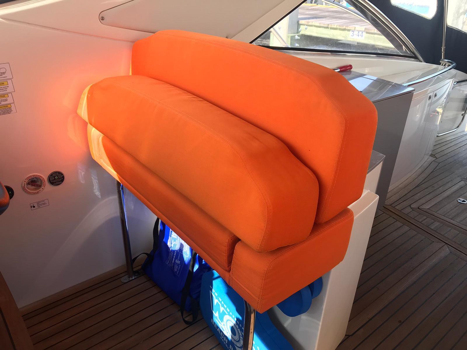 2011 Azimut Atlantis 40' Le Bon Vie - Helm Seats