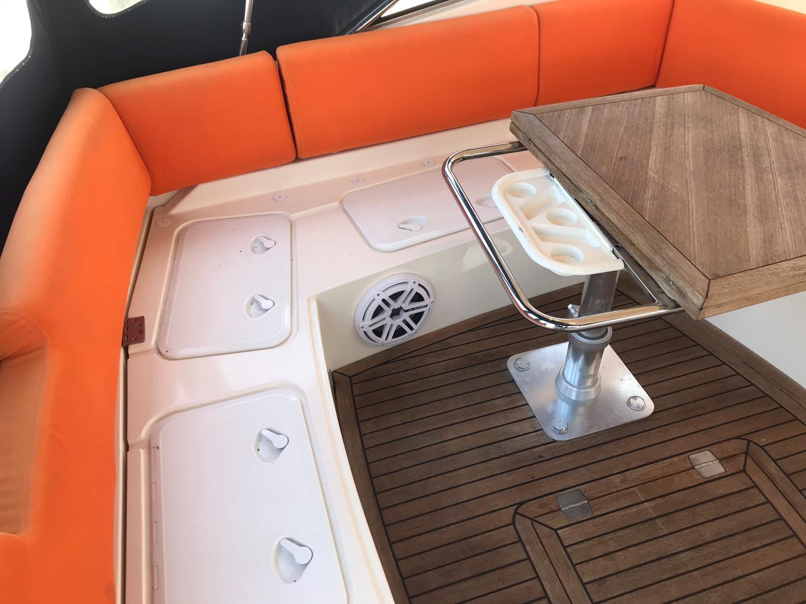 2011 Azimut Atlantis 40' Le Bon Vie - Cockpit Table