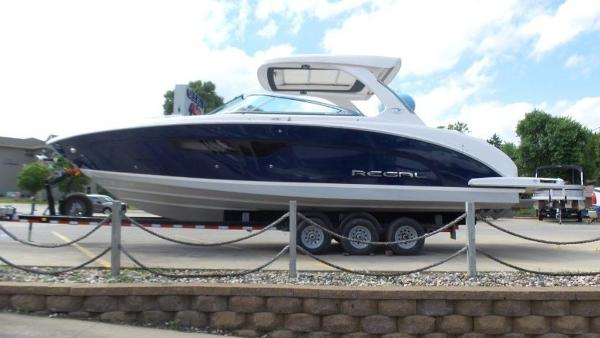 2020 Regal boat for sale, model of the boat is 3300 & Image # 8 of 51