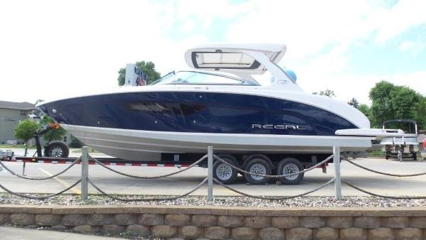 2020 Regal boat for sale, model of the boat is 3300 & Image # 9 of 51