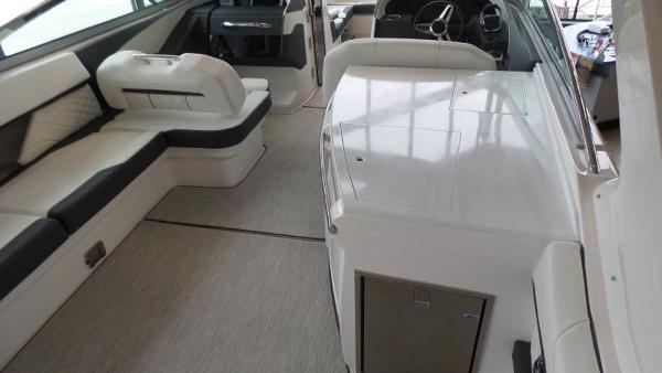 2020 Regal boat for sale, model of the boat is 3300 & Image # 14 of 51