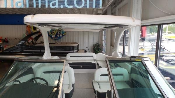 2020 Regal boat for sale, model of the boat is 3300 & Image # 21 of 51
