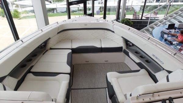 2020 Regal boat for sale, model of the boat is 3300 & Image # 36 of 51