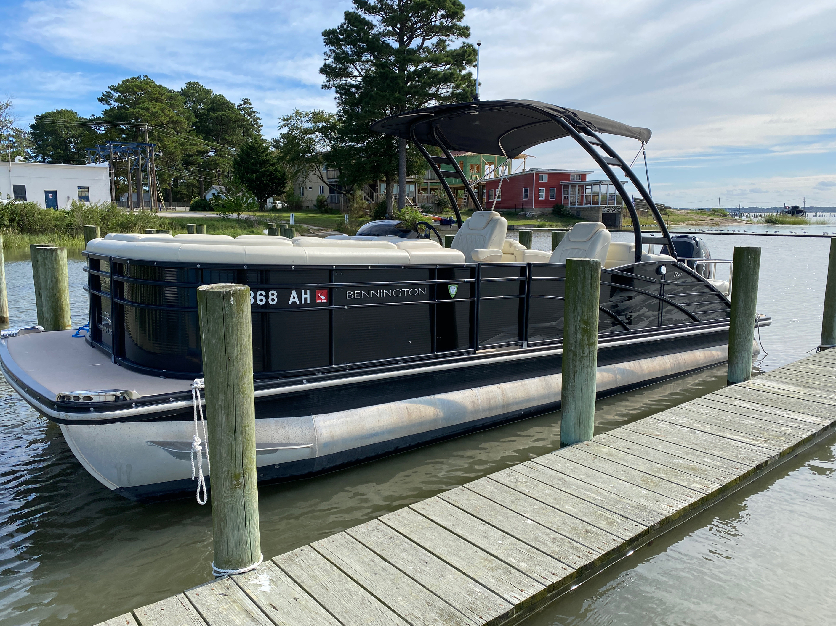 2014 Bennington boat for sale, model of the boat is 2375 GCW Sport Arch & Image # 1 of 13