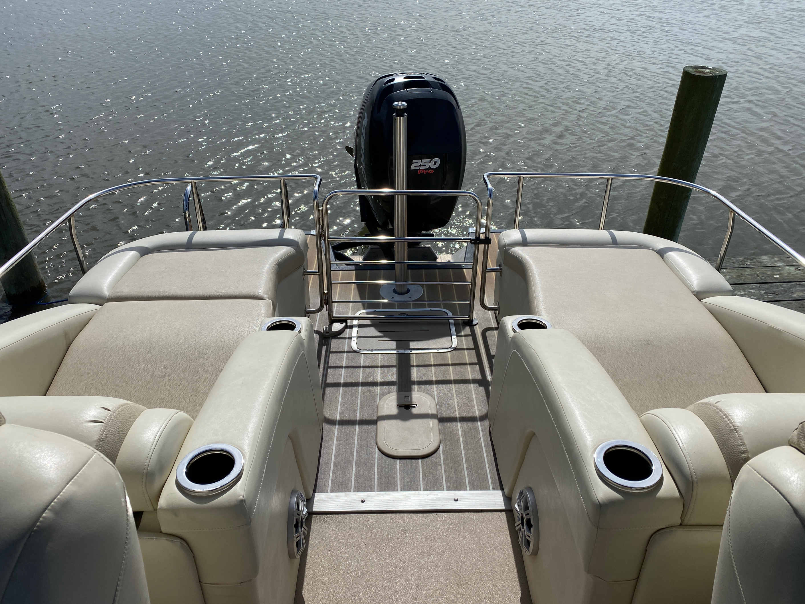 2014 Bennington boat for sale, model of the boat is 2375 GCW Sport Arch & Image # 10 of 13