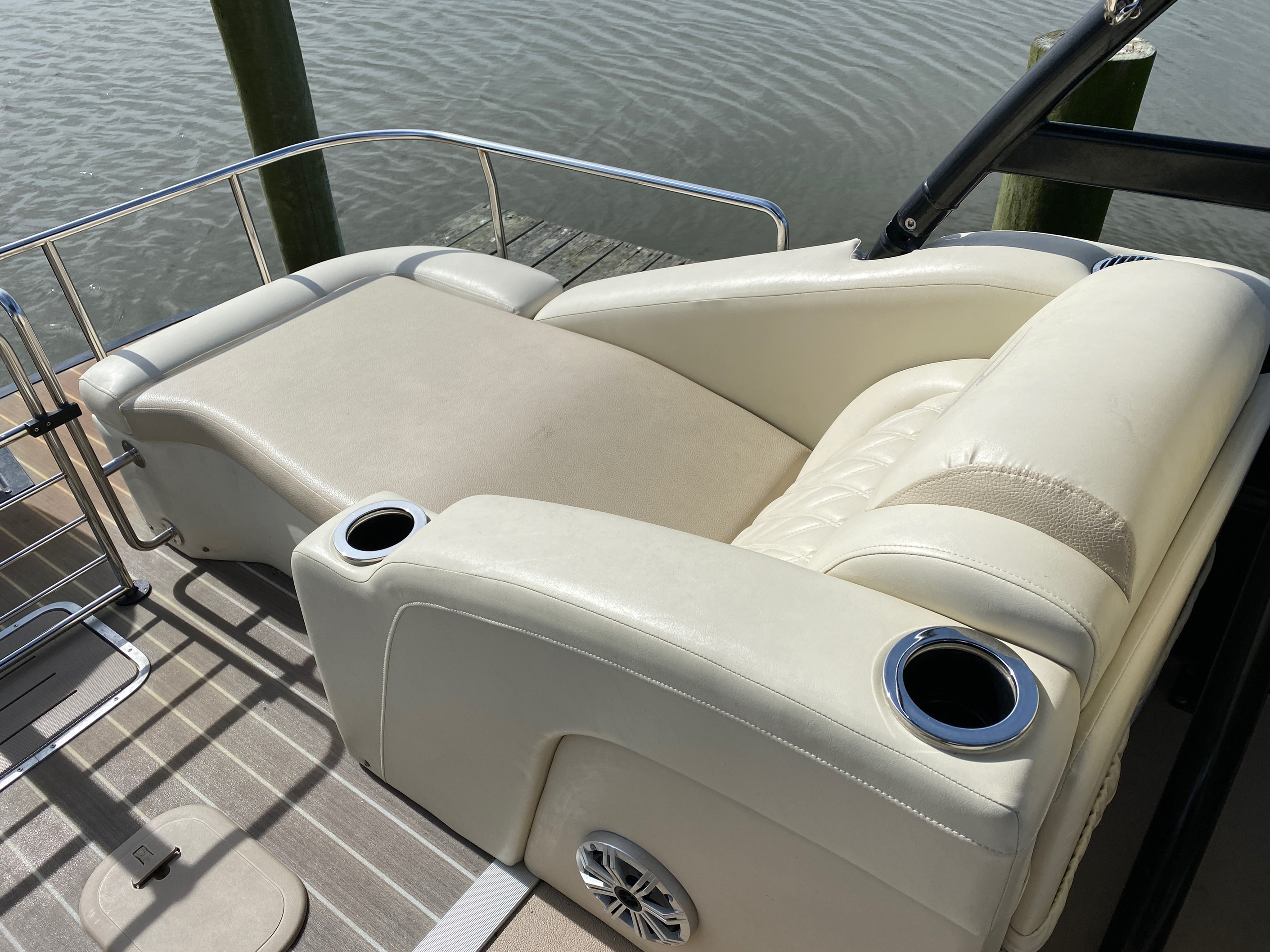 2014 Bennington boat for sale, model of the boat is 2375 GCW Sport Arch & Image # 13 of 13