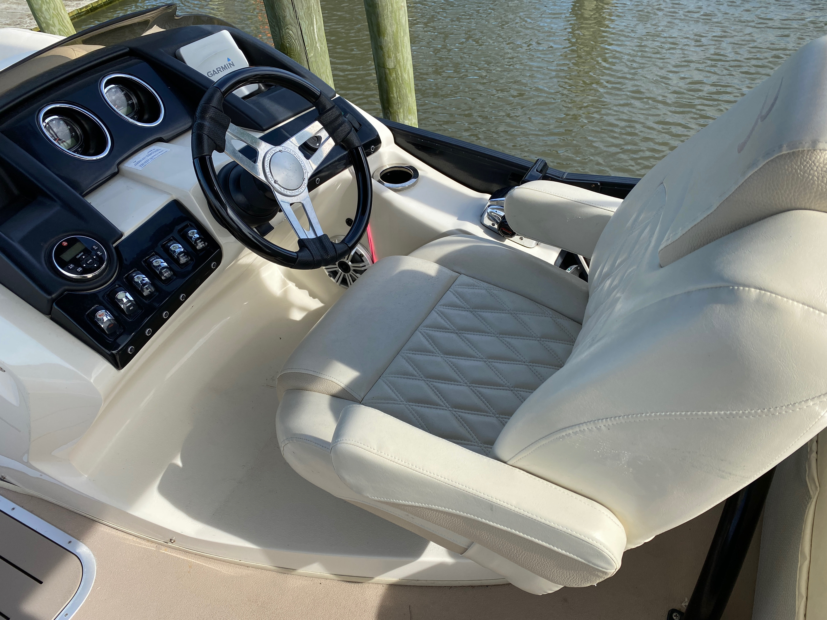 2014 Bennington boat for sale, model of the boat is 2375 GCW Sport Arch & Image # 5 of 13