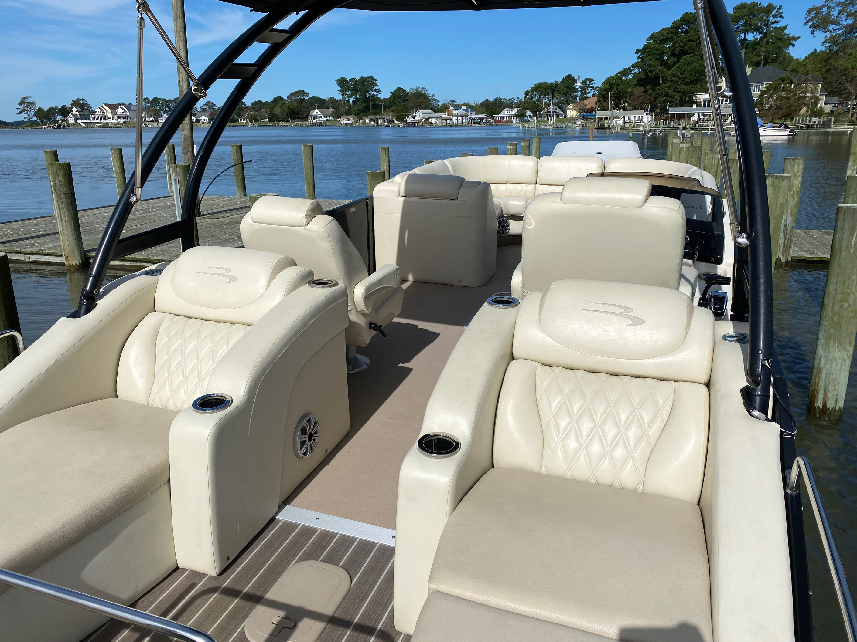 2014 Bennington boat for sale, model of the boat is 2375 GCW Sport Arch & Image # 7 of 13