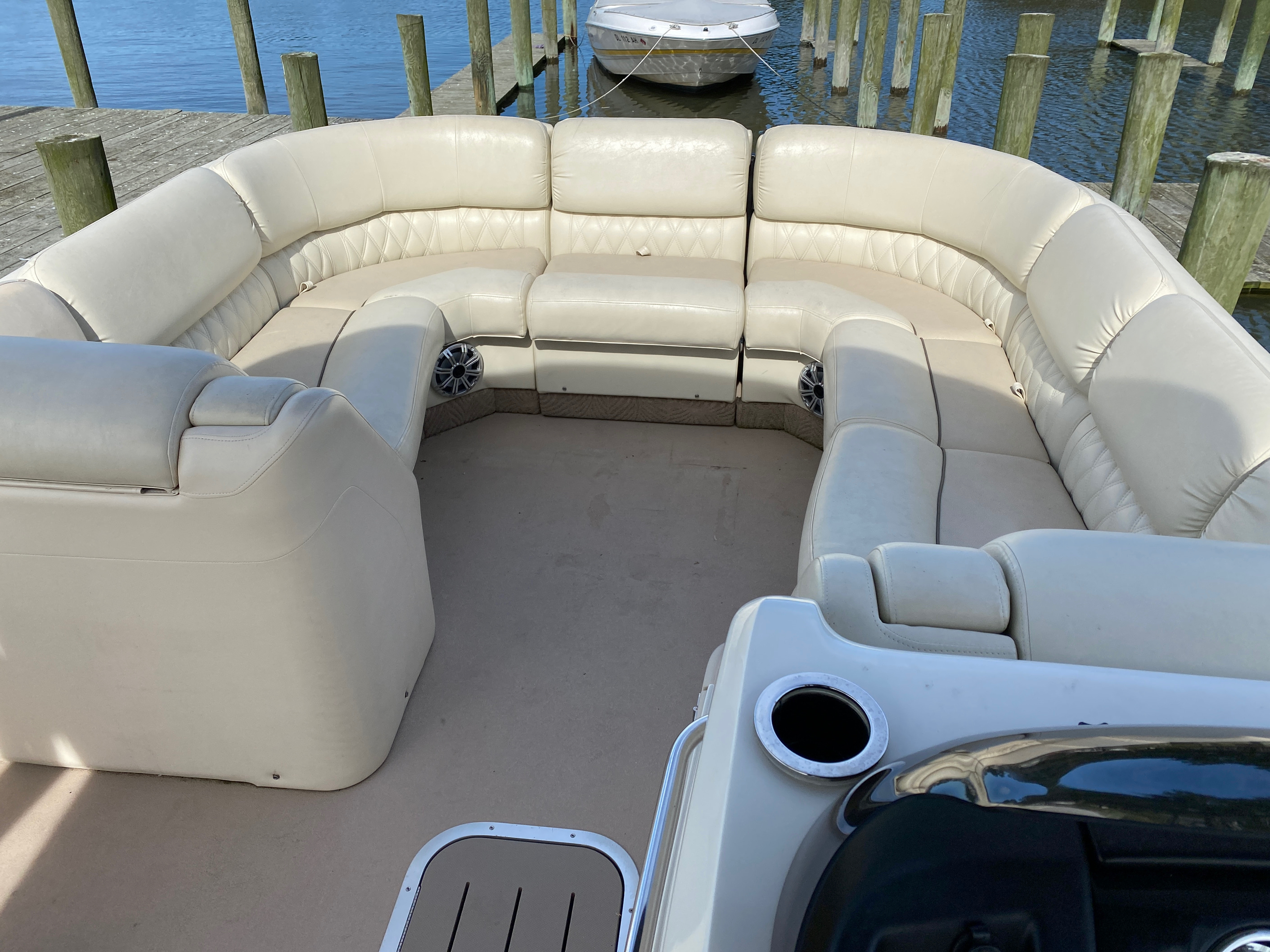 2014 Bennington boat for sale, model of the boat is 2375 GCW Sport Arch & Image # 8 of 13
