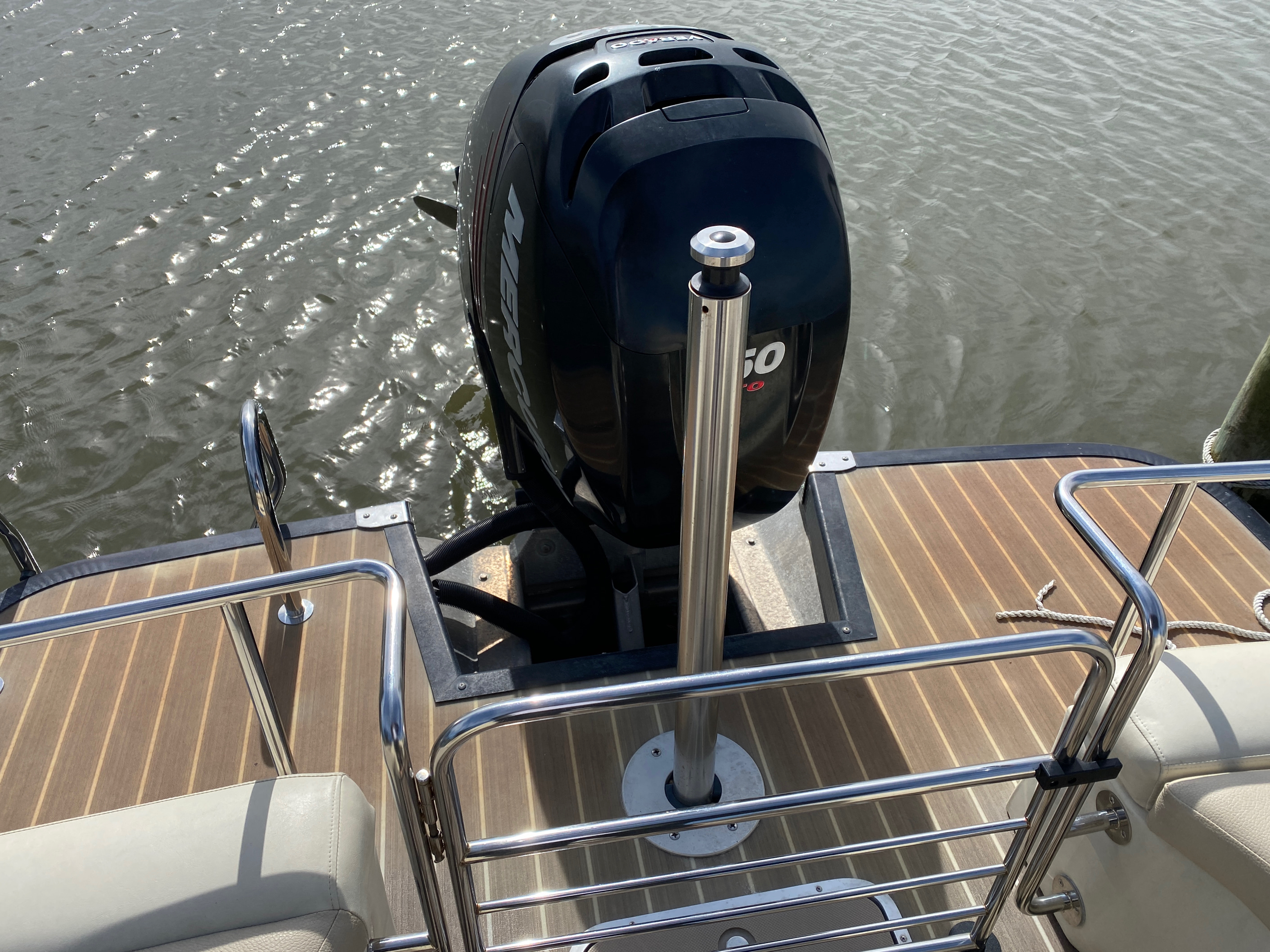 2014 Bennington boat for sale, model of the boat is 2375 GCW Sport Arch & Image # 9 of 13