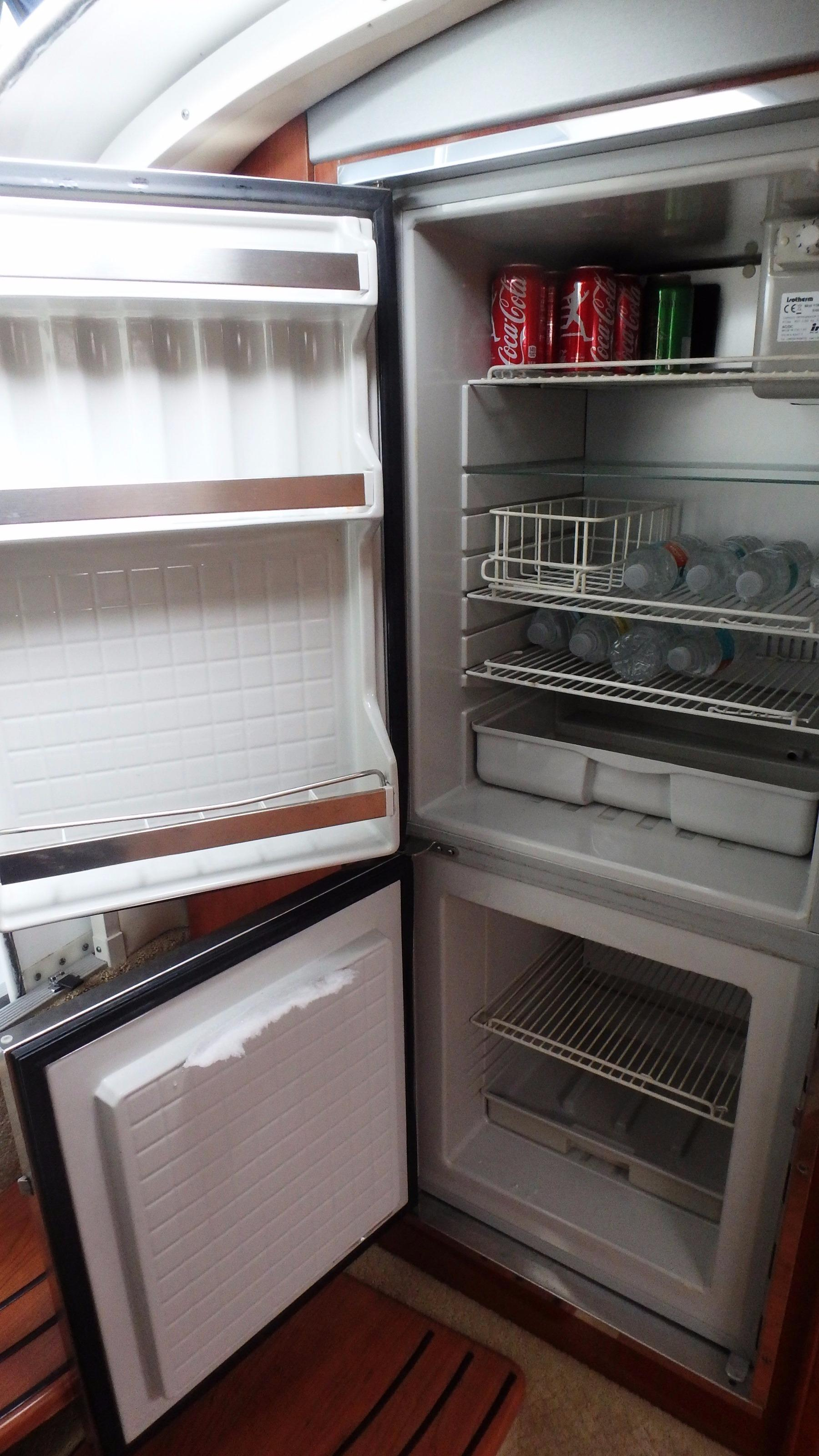 Cabin refrigerator