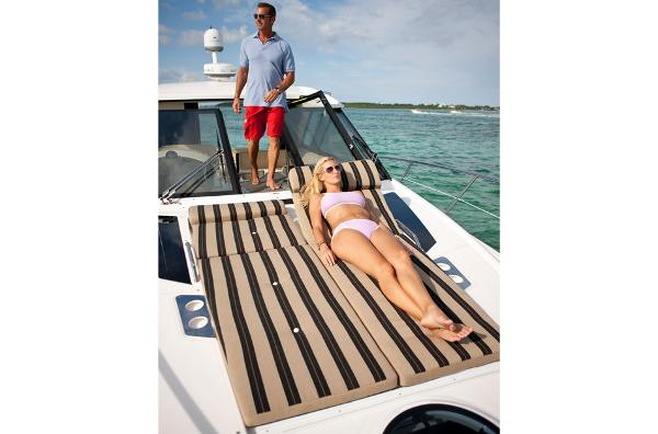 2015 Regal boat for sale, model of the boat is 42 Sport Coupe & Image # 15 of 20