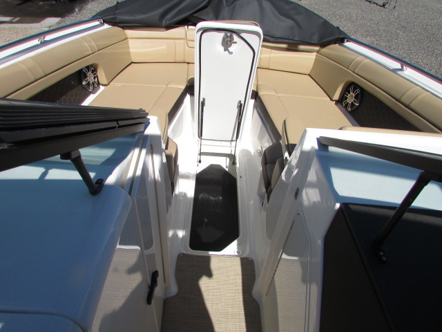 2020 Sea Ray boat for sale, model of the boat is 270 SDX & Image # 18 of 21