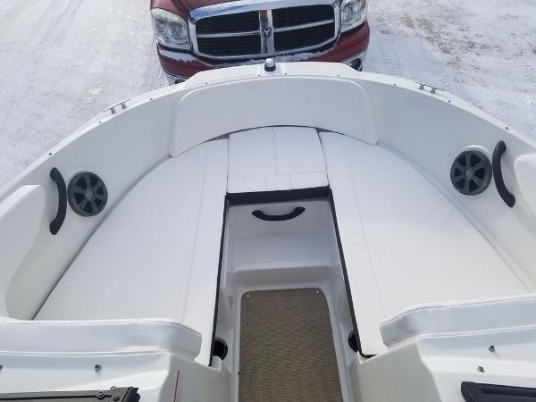 2019 Sea Ray boat for sale, model of the boat is SPX 190 OB & Image # 12 of 18