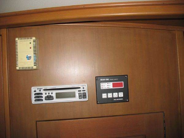 A/C, Stereo, CO2 Detector