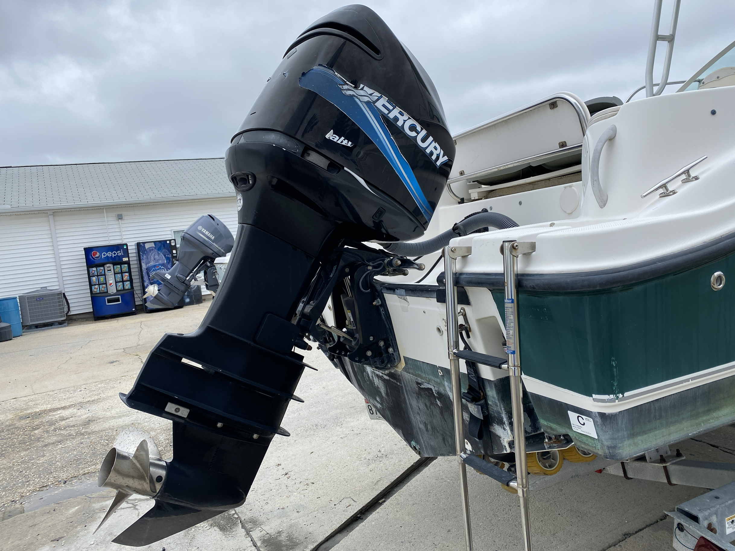 2005 Trophy Marine boat for sale, model of the boat is 2302 Walkaround & Image # 13 of 17