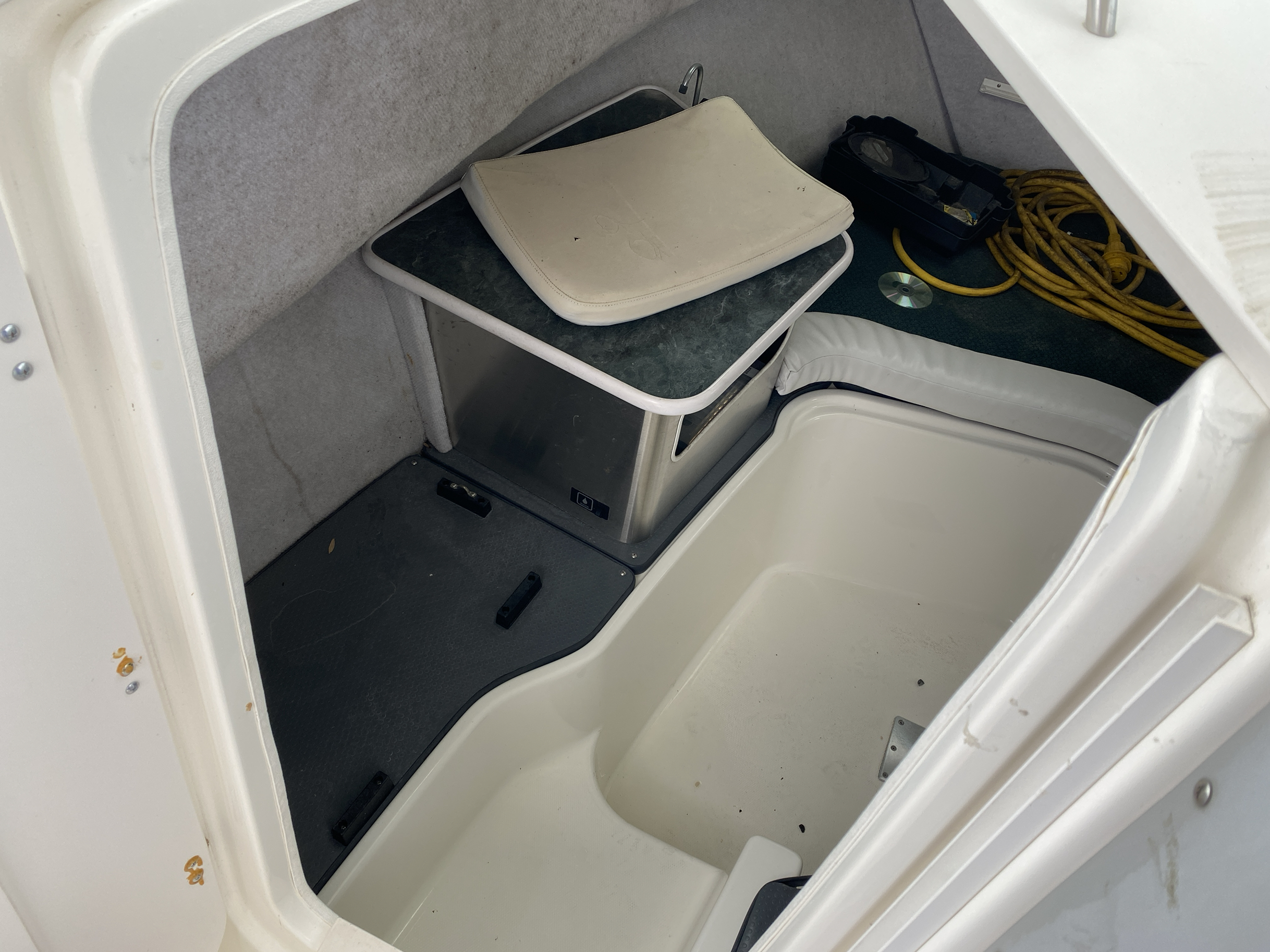 2005 Trophy Marine boat for sale, model of the boat is 2302 Walkaround & Image # 9 of 17